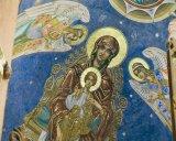 Pe urmele Parintelui Arsenie Boca - Cartile si icoanele sfintilor