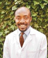 """Specialistii """"Formulei AS"""": Dr. Lawrence Chukwudi Nwabudike """"Sunt naturopat din pasiune si din convingere, iar medicina naturista o folosesc in practica de zi cu zi"""""""