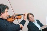 Vă place Bach? Dar Enescu?