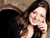 """ALEXANDRA DARIESCU - """"M-aş bucura să pot cânta din nou în România, cât de curând"""""""