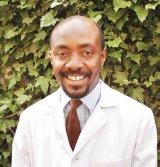 """Dr. Chukwudi Nwabudike - """"Nicio cremă din lume nu poate rezolva o afecţiune, dacă în minte şi în inimă nu e pace"""""""