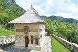 Comorile de la poalele Munţilor Căpăţânii