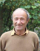 """Mircea Jurcă - """"Dintre toţi cei cărora le-am dat tratamentul cu venin de albine, 70% s-au făcut bine"""""""