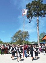 Un obicei unic în România: Steagul de Paşti, la Certej