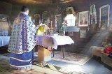Oamenii cerului şi povestea preotului lor fericit