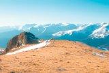 Sihastra din vârful muntelui