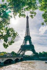 """Tehnologie """"la vârf"""": Turnul Eiffel, sub pecete românească"""