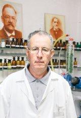 """Un farmacist de modă veche: ION BOBARU - """"Noi nu vindem iluzii deşarte"""""""
