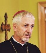 """P.S. FLORENTIN CRIHĂLMEANU - """"Aş zice că darul cel mai frumos al românilor este credinţa în Dumnezeu"""""""