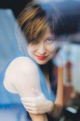 """Schiţă de autoportret - MEDEEA MARINESCU: """"Sunt aşa cum sunt"""""""
