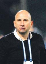 """VASILE MIRIUŢĂ - antrenor la echipa de fotbal CFR Cluj - """"Nimeni din ţară nu s-a interesat vreodată de mine"""""""
