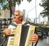 """Mari lăutari - ŢAGOI: """"Aşa drag mi-era de acordeon, că-l pupam noaptea prin somn"""""""