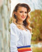 """LAVINIA GOSTE - interpretă de folclor - """"O fi la modă să cânţi Maria Tănase, dar eu nu vreau"""""""