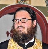 """Părintele plugar din Glod: COSMIN VOINEA - """"E minunat să stai în faţa sfântului altar"""""""
