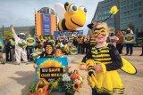 Organizaţia Avaaz salvează albinele