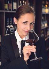 """Călătorie într-un pahar cu vin - IULIA SCAVO - """"Cel mai bun somelier din România"""" în anul 2018 - """"E o victorie foarte dragă!"""""""