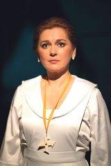 """SIMONA MIHĂESCU - """"Nu am încercat să o joc pe Regina Maria ca pe o suverană cu diademă, ci ca pe un om viu"""""""