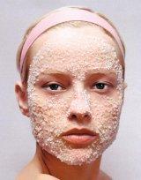 Cosmetică pe malul mării - Apă sărată şi nisip