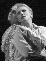 """""""Portretul lui Dorian Gray"""" - pe scena si in fotografii"""