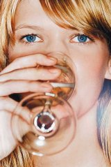 ALCOOLISMUL: BOALA SI FENOMEN SOCIAL