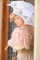 "Adela Popescu - ""Ma simt, cu adevarat, din alta epoca"""
