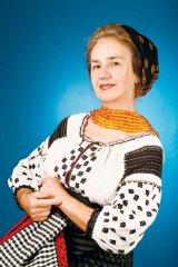 """50 de ani de cantari: Sofia Vicoveanca - """"Oricat de bine mi-ar merge, imi umplu inima cu rugaciuni"""""""