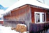 Povesti dintr-o casa de lemn