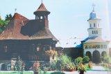Toplita - manastirea florilor in tricolor