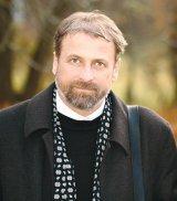 "Ioan Pintea - ""Ma straduiesc sa despart poezia de preotie"""